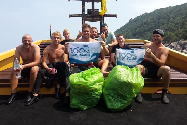 Underwater Clean up at Sairee Cottage Diving Koh Tao