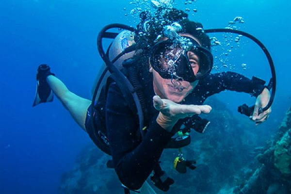 12 Ways To Avoid Seasickness When Scuba Diving: What Works & What Doesn't