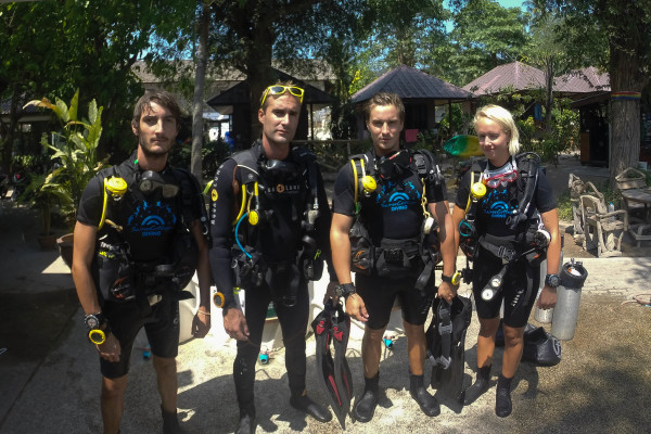 "TEAM SWEDEN RE-DEFINES ""CONTINUINING EDUCATION"" AT SAIREE COTTAGE DIVING"