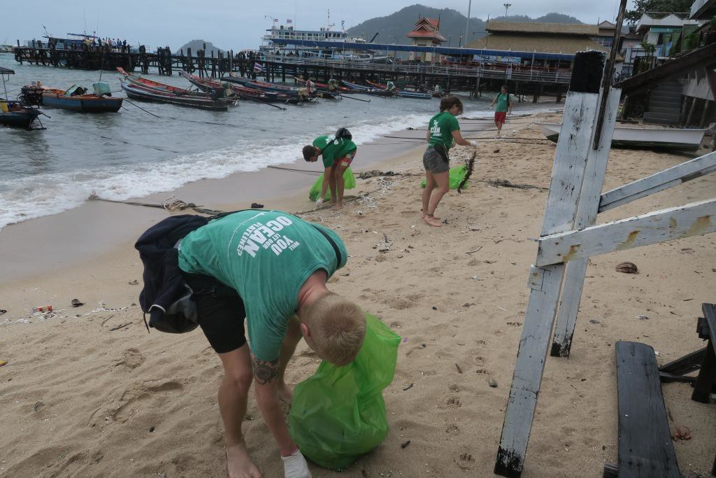 Eco Team Cleaning Mae Haad Koh Tao